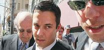 Thalis Ferri (no centro) é acusado pelo assassinato de um jovem no litoral paulista em 2004