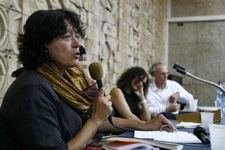 Amira Hass (em primeiro plano), jornalista israelense
