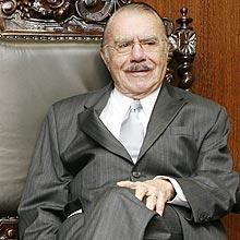 Na tribuna do Senado, Sarney diz que é injustiçado e que falta respeito à sua história