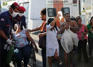 A passageira que sentiu-se mal; o motoristas que sofreu queimaduras, cenas da ação criminosa contra os ônibus urbanos de Salvador