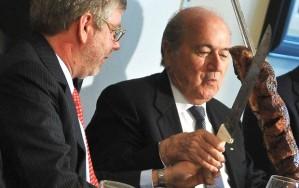 Blatter observado por Marco Maia, presidente da Câmara de Deputados