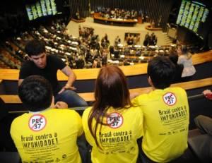 Brasília – A Câmara dos Deputados durante sessão extraordinária, para discussão e votação da Proposta de Emenda à Constituição (PEC) 37, que retira poder de investigação do Ministério Público (foto: José Cruz/ABr)
