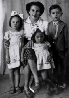 Dona Lúcia Rocha e os filhos - foto: blogdomarcelo