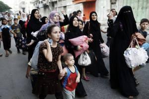 Palestinos fogem de  judeus na Faixa de Gaza em 2014