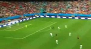 Van Persie marca de peixinho contra a Espanha