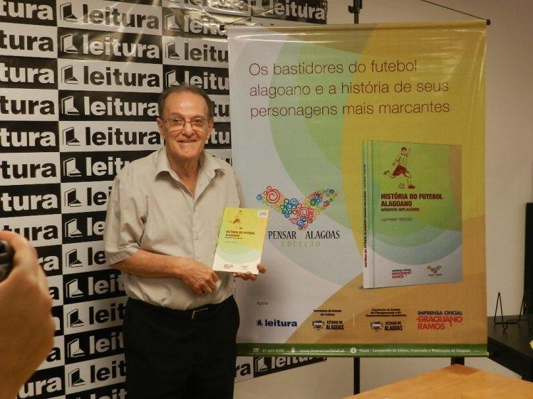 Lauthenay durante o lançamento da terceira edição do seu livro