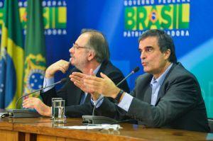 Ministros Miguel Rosseto (à esquerda) e José Eduardo Cardozo - desafinados em relação aos protestos de 15-03-15