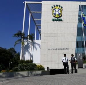 Sede da CBF antes da prisão de José Maria Marin com o nome do dirigente na fachada - Foto: Agência Reuters