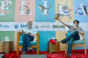 Escritor paulista Flávio Gomes,à esquerda