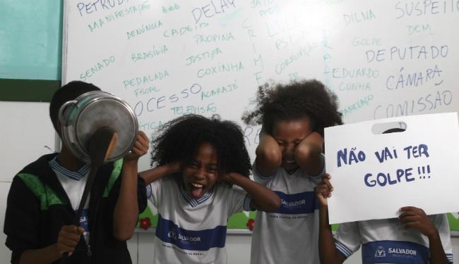 Crianças da Escola Municipal Baha´i, em Itapuã, estão cansadas da polarização política